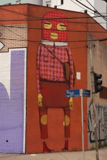 GIANT  IN THE CORNER OF JUSTO AJAMBUJA STREET IN CAMBUCI