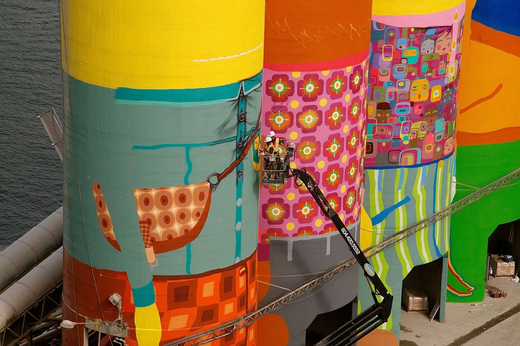 2014_OSGEMEOS_mural_bienal_vancouver_copyright_sergio_magro_06
